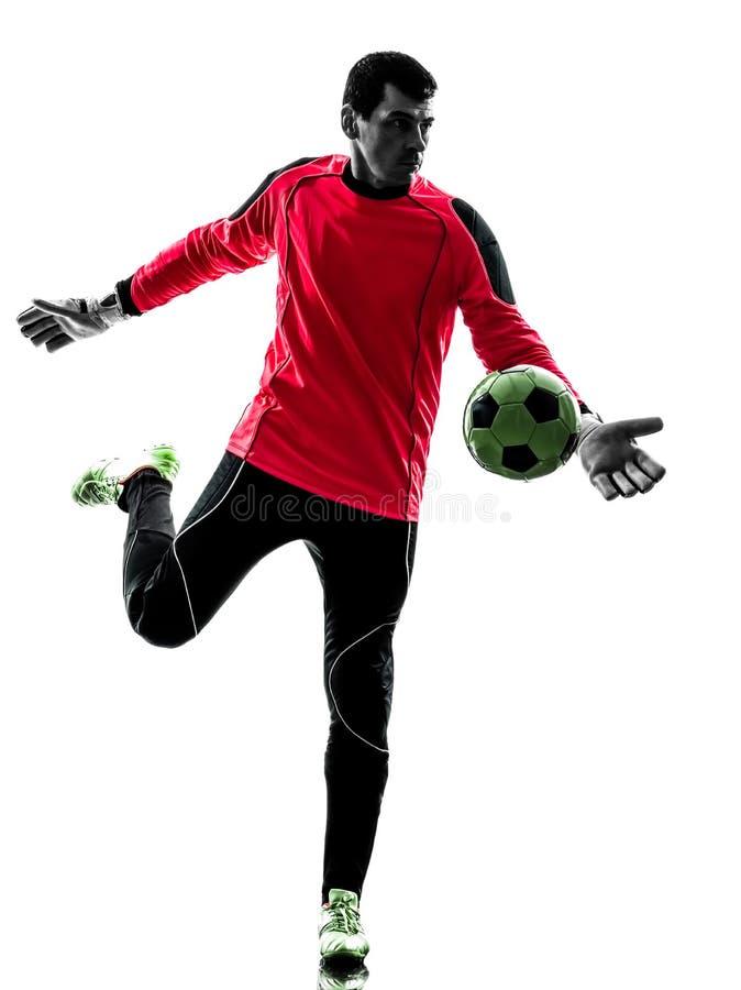 Homem caucasiano do goleiros do jogador de futebol que retrocede a silhueta da bola foto de stock