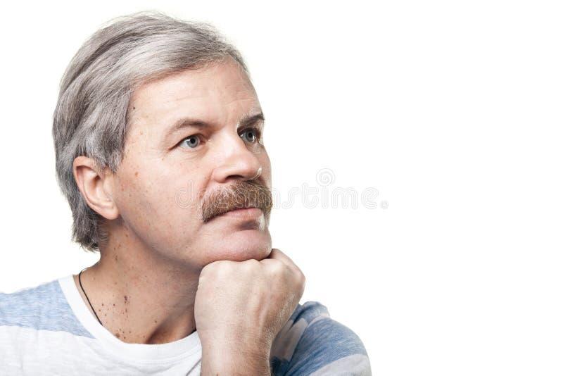 Homem caucasiano maduro isolado no fundo branco imagens de stock royalty free