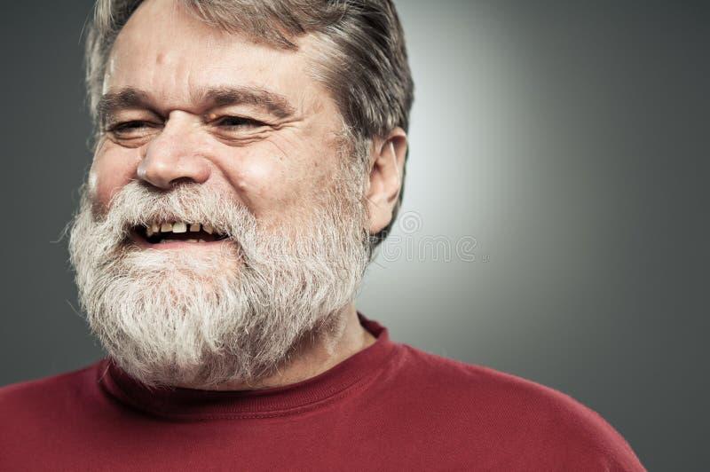 Homem caucasiano maduro que ri e que olha afastado imagens de stock royalty free