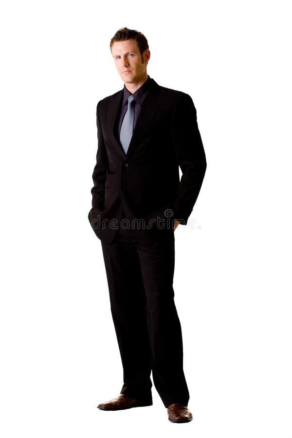 Homem caucasiano no terno e no laço