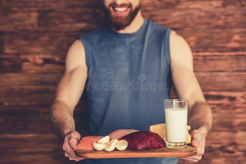 Homem com alimento saudável imagens de stock royalty free