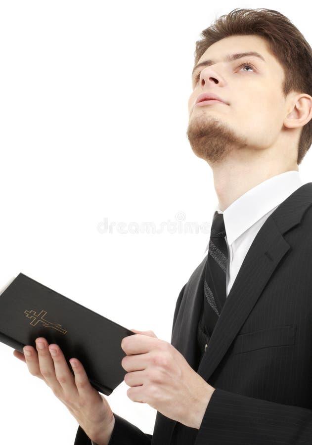 Homem com a Bíblia santamente fotografia de stock royalty free