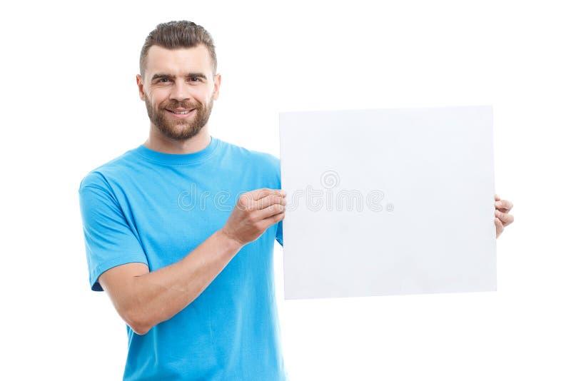 Homem com a barba que guarda a folha de papel imagens de stock royalty free