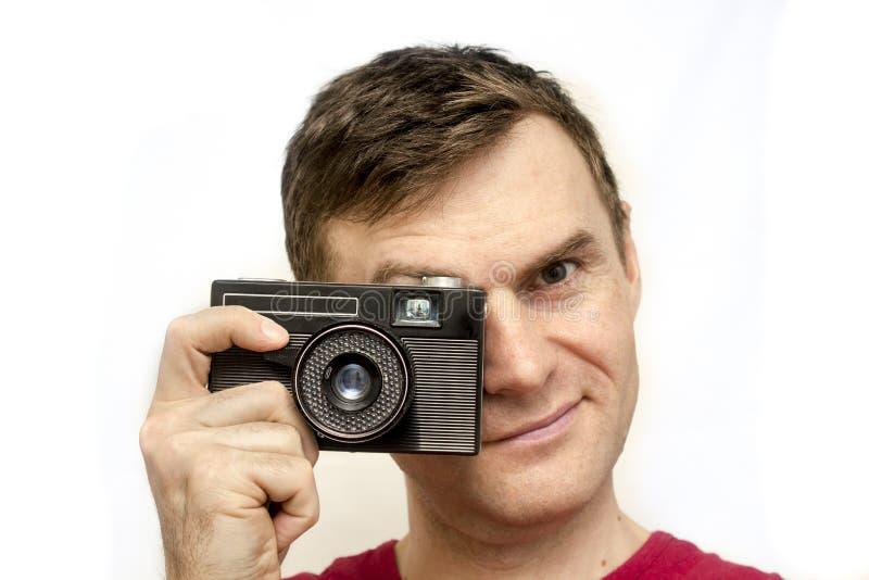 Homem com câmera velha fotografia de stock