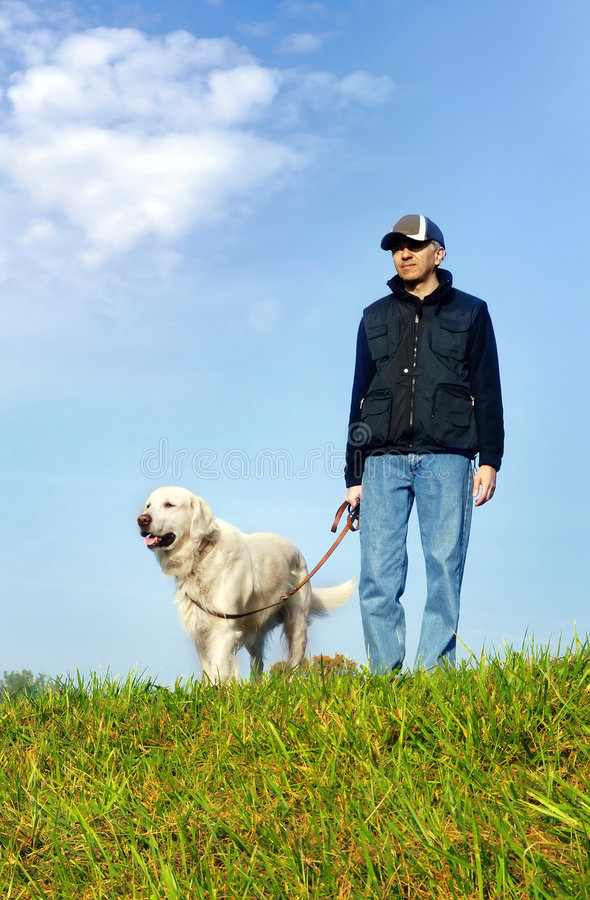 Homem com cão imagens de stock