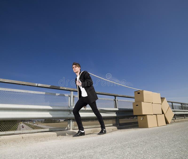 Homem com caixas moventes imagem de stock royalty free