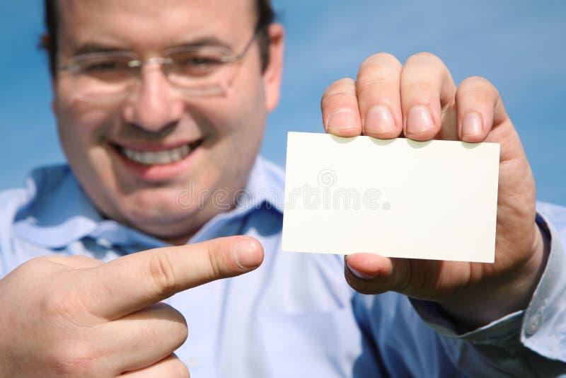 Homem com cartão em branco fotografia de stock