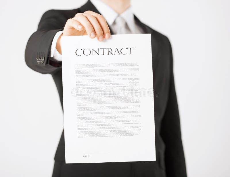 Homem com contrato imagem de stock
