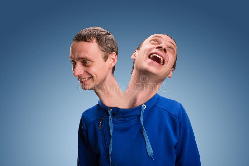 Homem com duas cabeças fotografia de stock