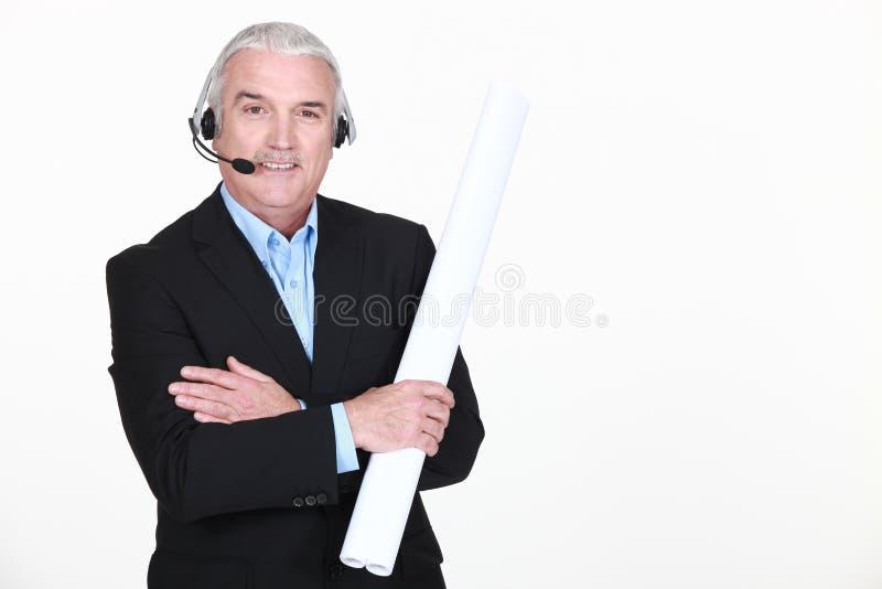 Homem com fones de ouvido fotografia de stock
