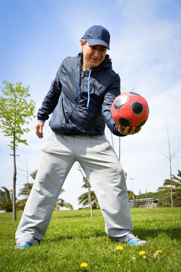 Homem com futebol imagens de stock