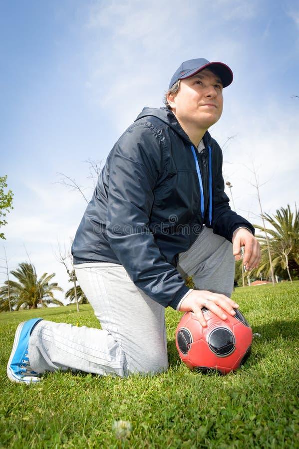 Homem com futebol imagem de stock royalty free