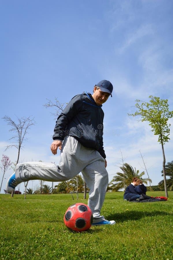 Homem com futebol imagem de stock