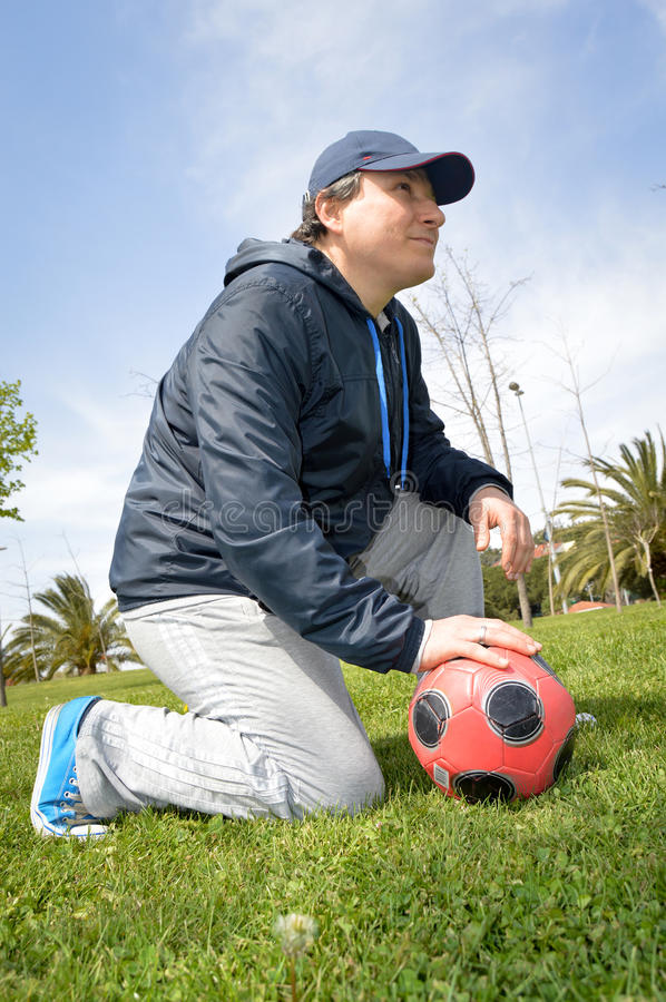 Homem com futebol imagens de stock royalty free