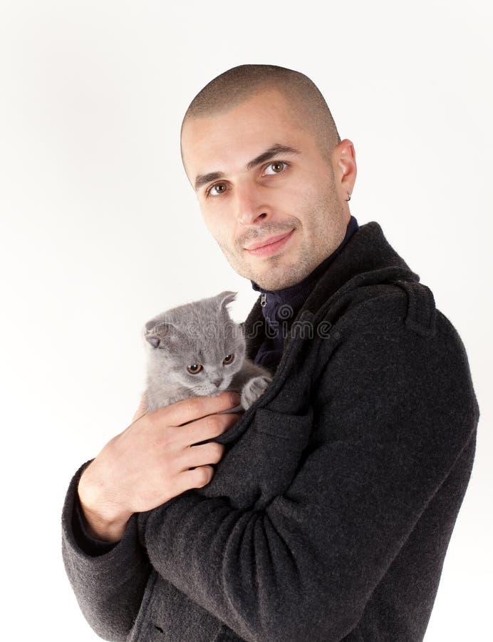 Homem com gatinho foto de stock royalty free