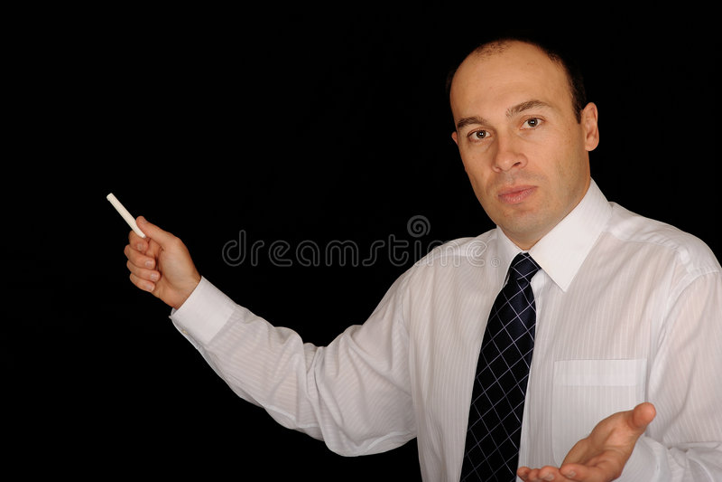 Homem com giz no quadro foto de stock