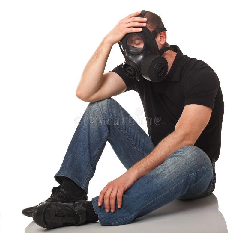 Homem com máscara de gás imagens de stock
