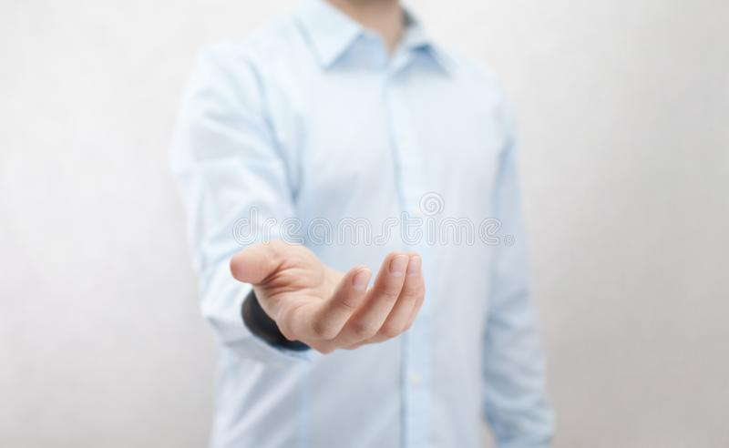 Homem com mão aberta foto de stock