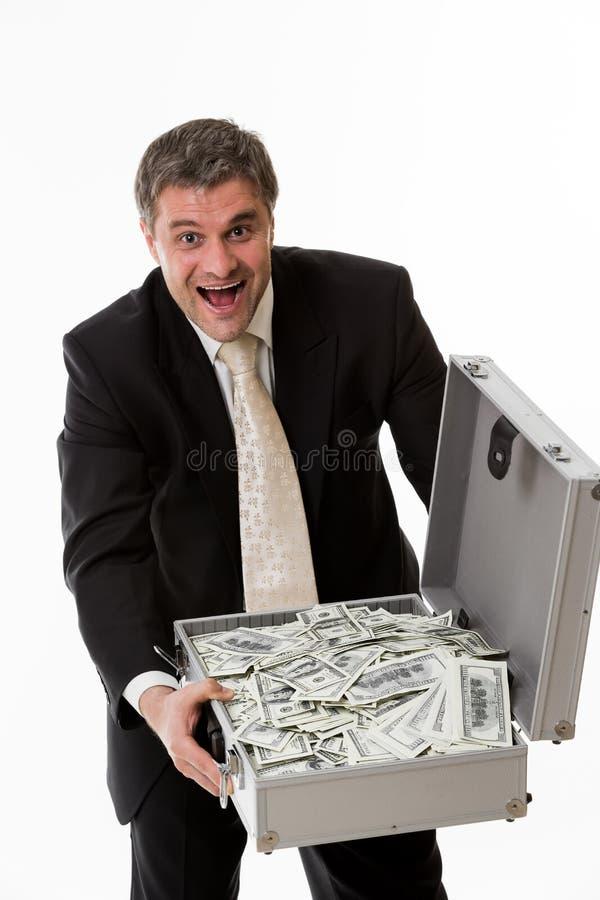Homem com a mala de viagem cheia do dinheiro imagens de stock