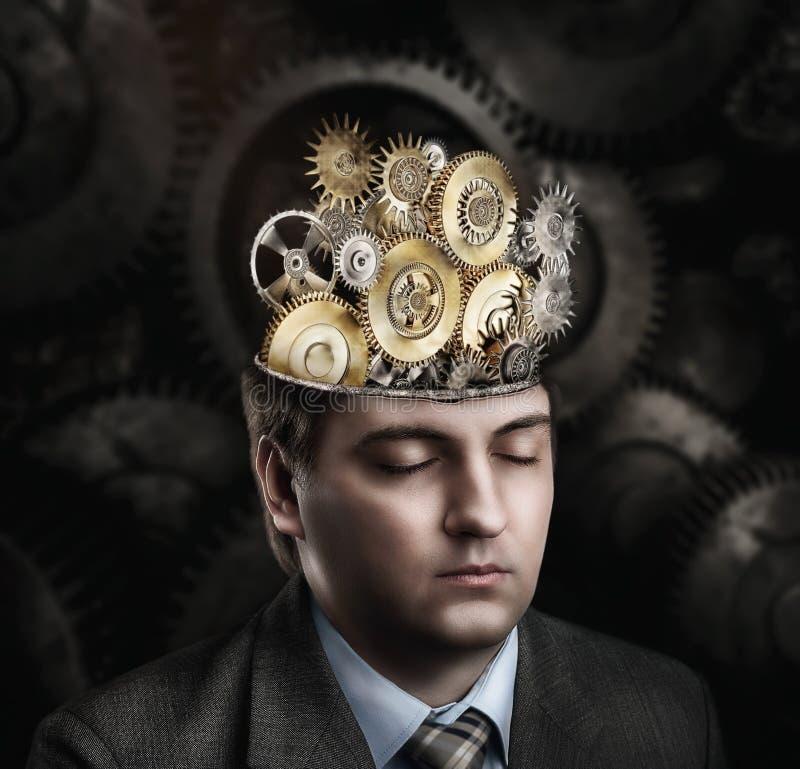 Homem com mecanismo da roda denteada foto de stock royalty free