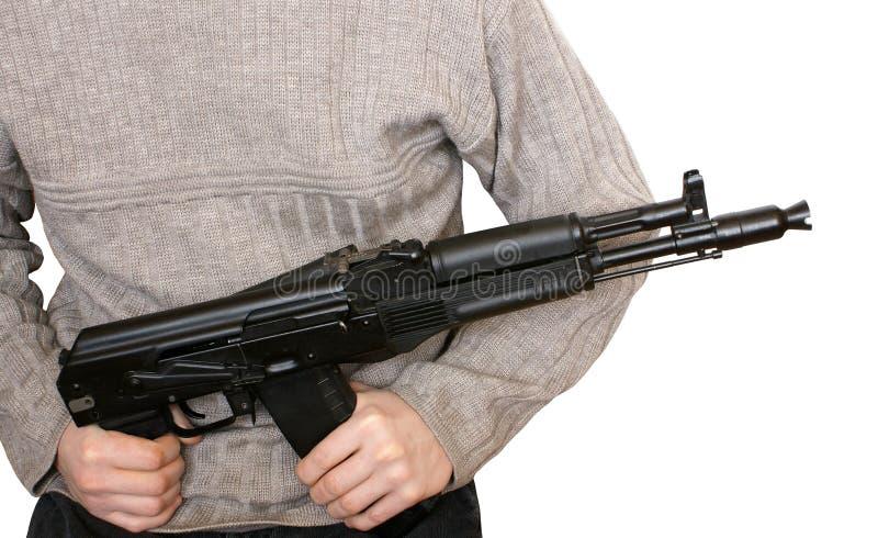 Homem com a metralhadora AK-105 imagens de stock royalty free