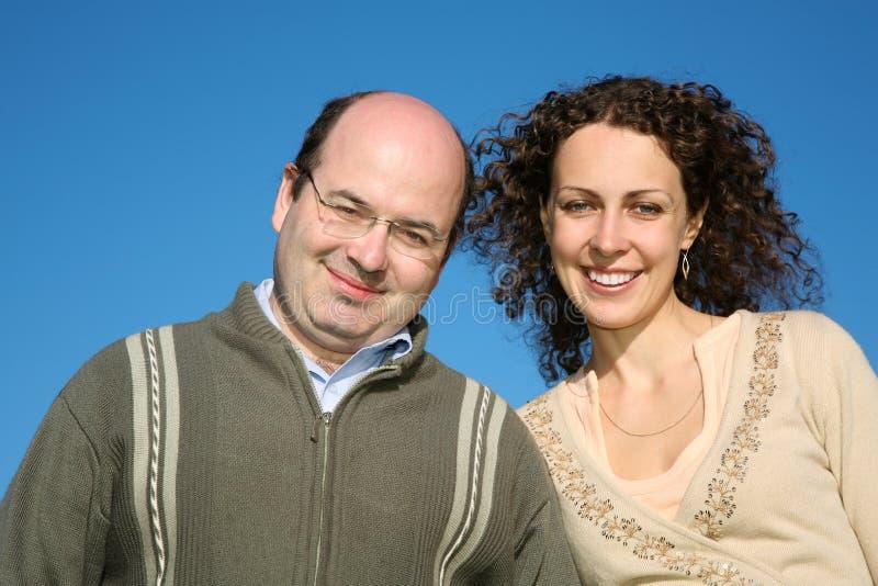 Homem com mulher nova foto de stock