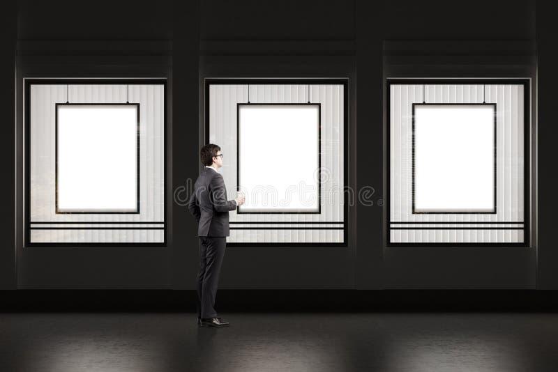 Homem com o copo de café que está perto de uma janela da loja com quadro três ilustração do vetor