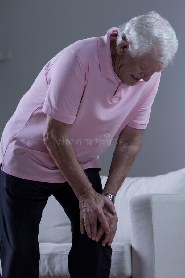 Homem com osteodistrofia fotos de stock royalty free