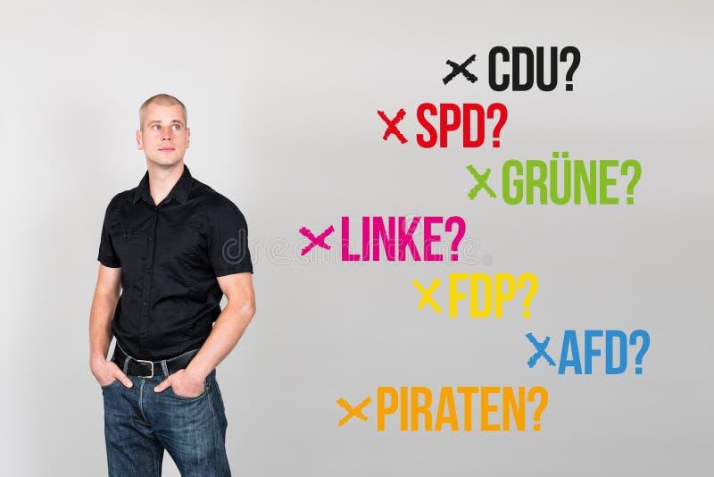 Homem com partidos alemães para a eleição federal alemão 2017 imagem de stock
