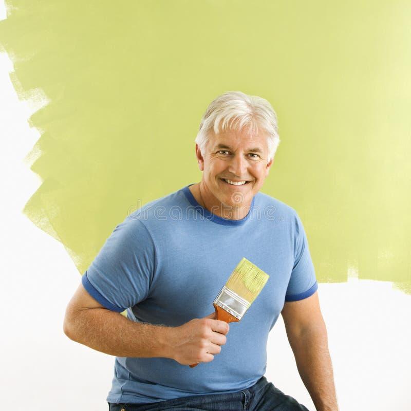 Homem com pincel. imagem de stock