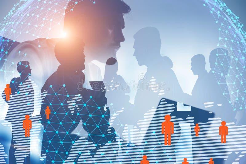 Homem com portátil e equipe, conexão social imagem de stock royalty free