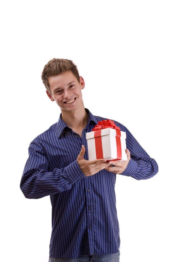 Homem com presente fotografia de stock royalty free