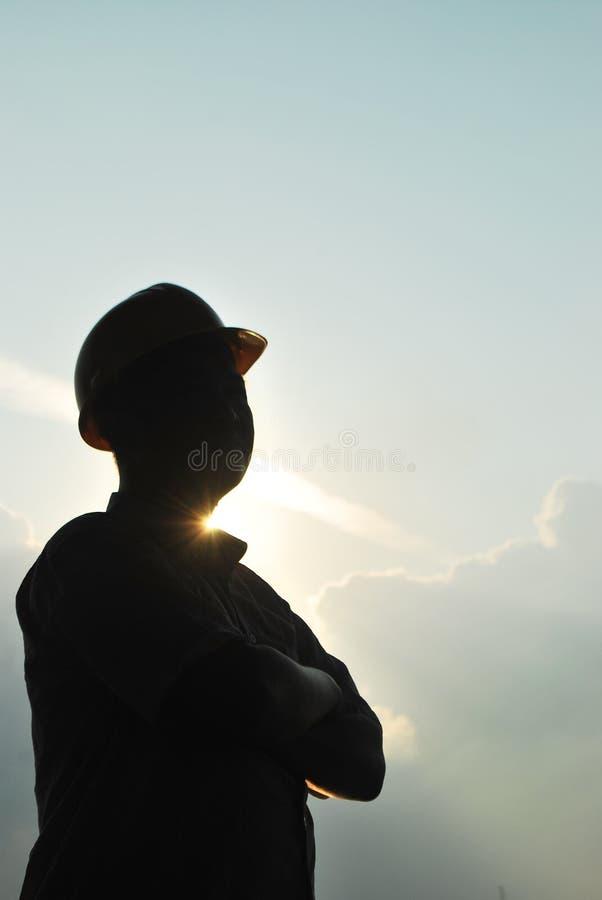 Homem com silhueta do capacete imagens de stock royalty free