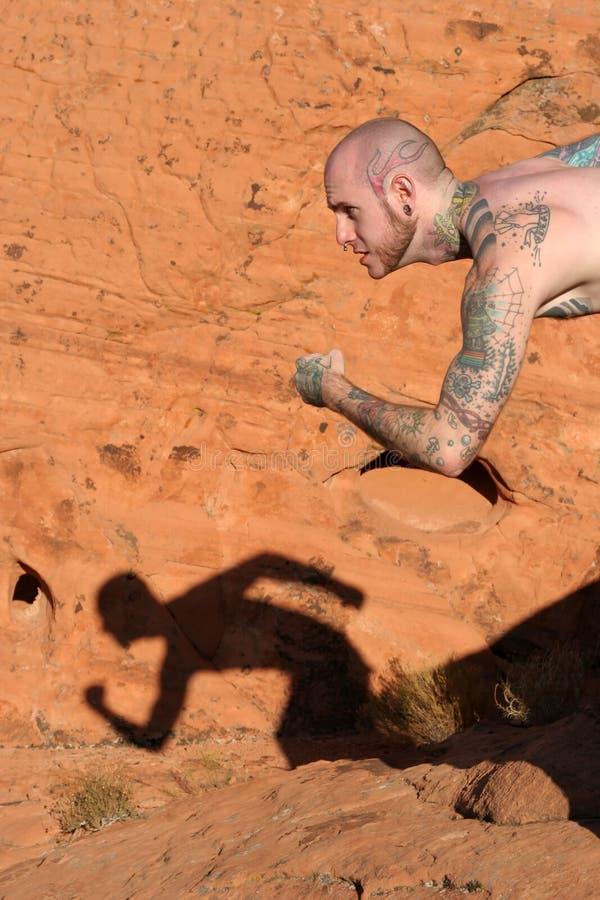 Homem com tatuagens imagens de stock royalty free