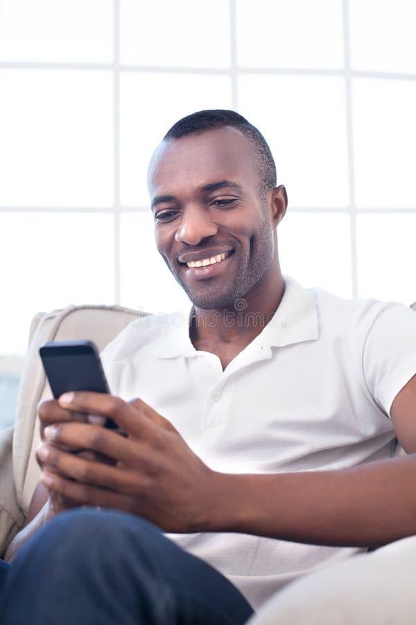 Homem com telefone celular. fotos de stock royalty free