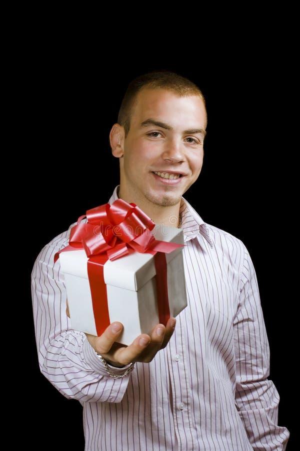 Homem com uma caixa de presente envolvida fotografia de stock royalty free