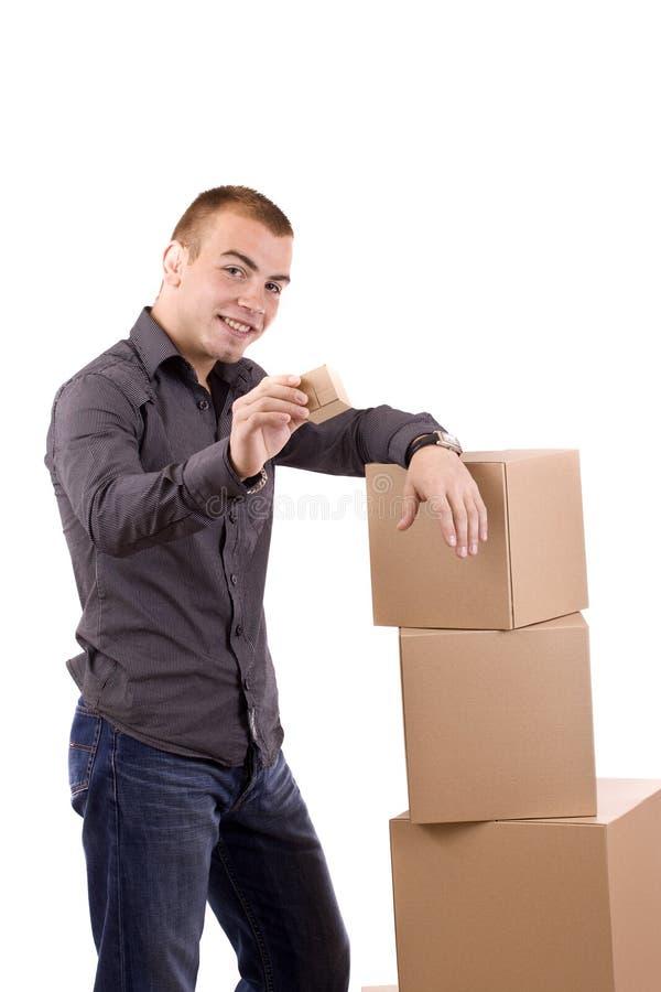 Homem com uma caixa de presente envolvida fotos de stock