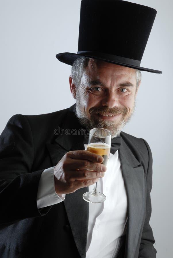 Homem com vidro e charuto fotografia de stock