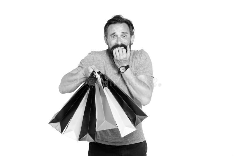 Homem considerável com o saco de compras no branco Conceito da venda e do desconto para o homem Compra do indivíduo na estação da fotografia de stock royalty free