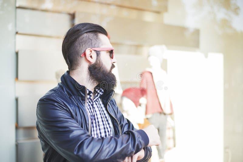Homem considerável com uma barba fotografia de stock