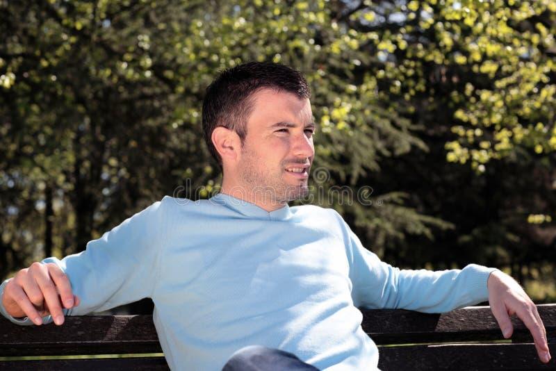 Homem considerável em um parque foto de stock royalty free