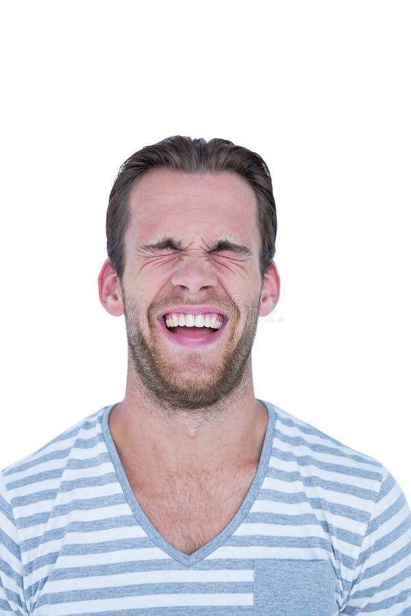 Homem considerável feliz que ri na frente da câmera imagens de stock royalty free