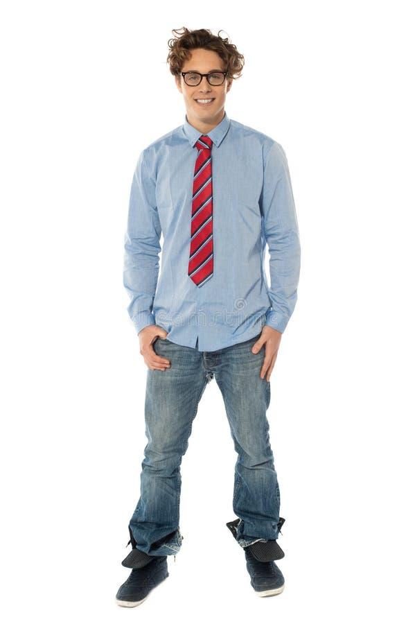 Homem considerável que está ocasional foto de stock