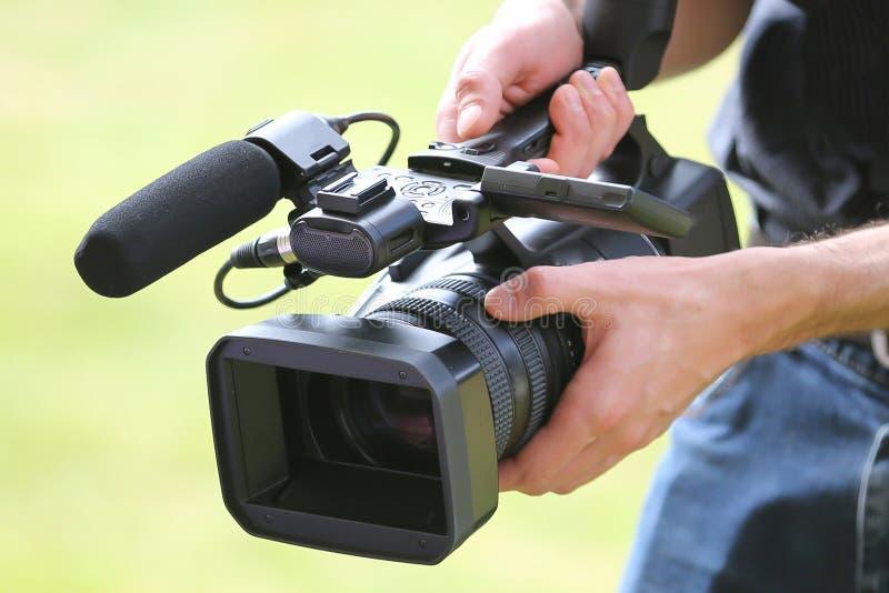 Homem da câmara de vídeo com câmera foto de stock royalty free