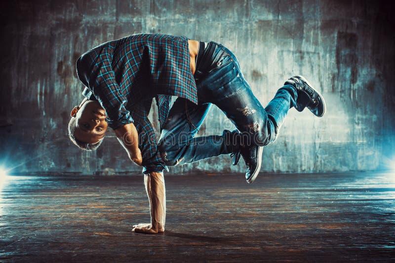 Homem da dança de ruptura fotografia de stock royalty free