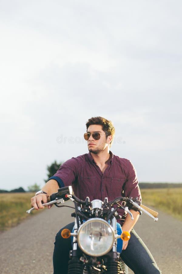 Homem da motocicleta fotografia de stock royalty free
