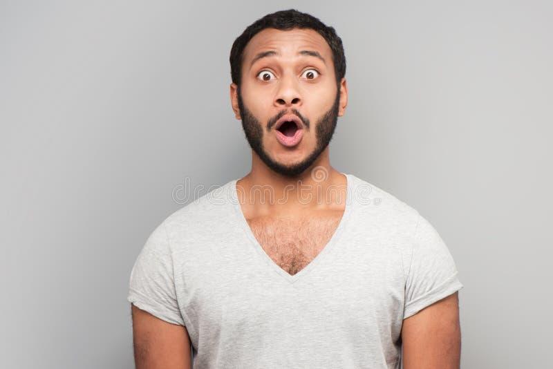 Homem da raça misturada Astonished que olha a câmera fotografia de stock royalty free