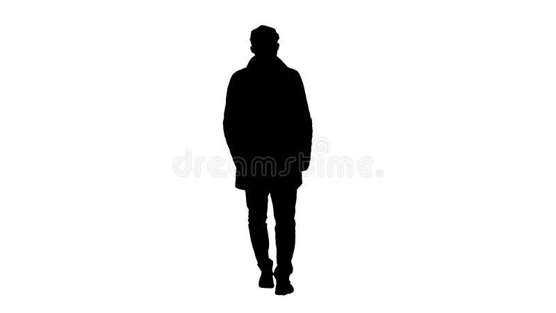Homem da silhueta com a barba escura em caminhadas claras do revestimento de trincheira ilustração stock
