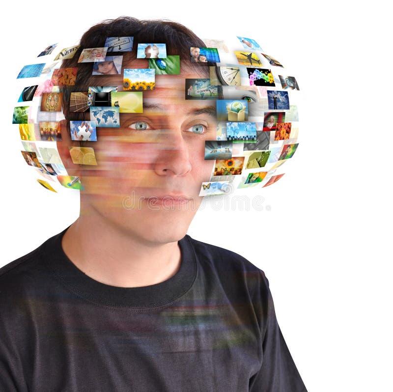 Homem da tevê da tecnologia com imagens