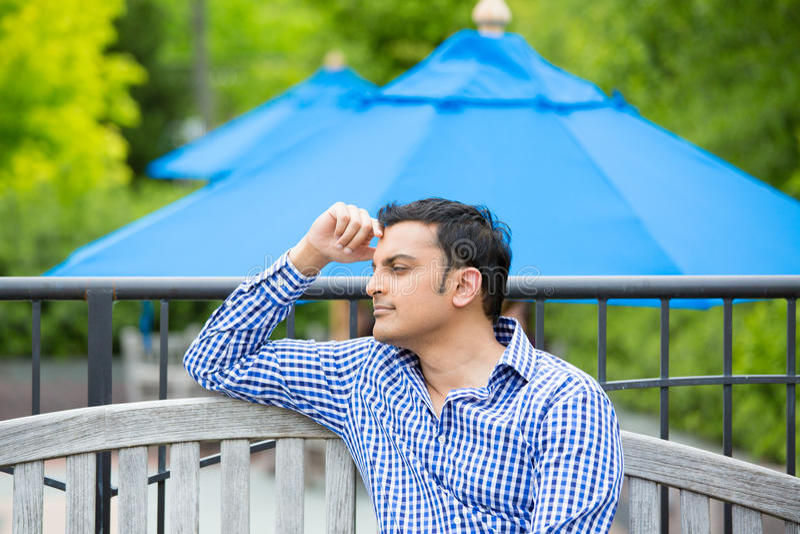 Homem Daydreaming fotografia de stock royalty free